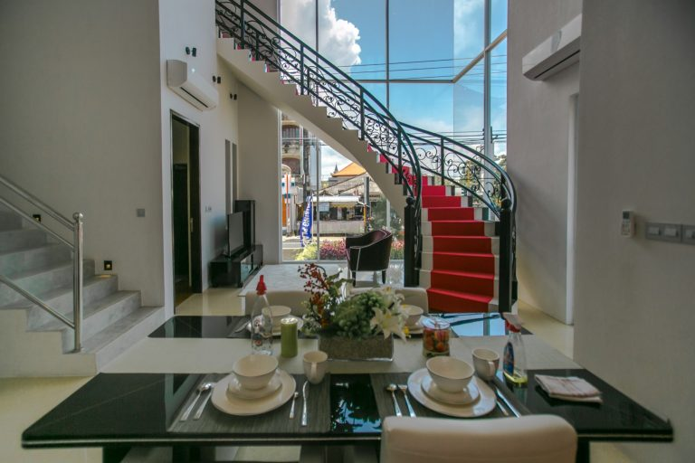 tangga ruangmakan realestate mewah