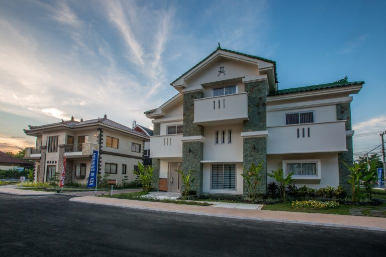 Realestate bangunan rumah hunian mewah