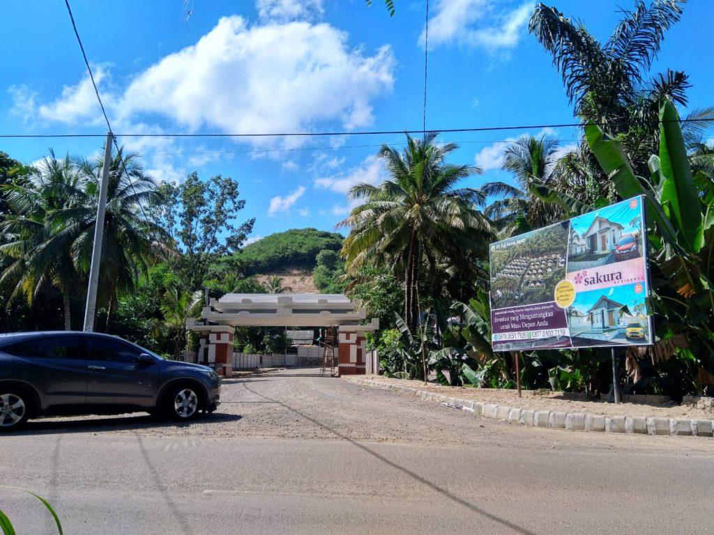 Sakura Residence berada di jalan raya utama Kuta Lombok